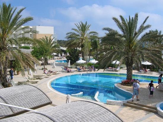 Constantinou Bros Athena Beach Hotel: The swimming pool