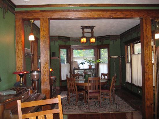 Cocoa Cottage Bed and Breakfast: Dining room