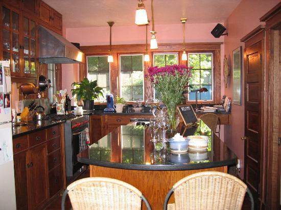 Cocoa Cottage Bed and Breakfast: kitchen