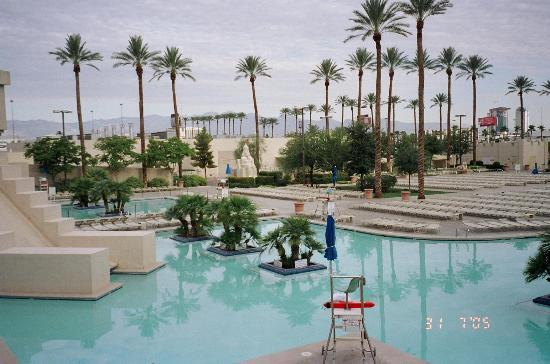 Pool At The Luxor Early In The Morning Picture Of Luxor Las Vegas Las Vegas Tripadvisor