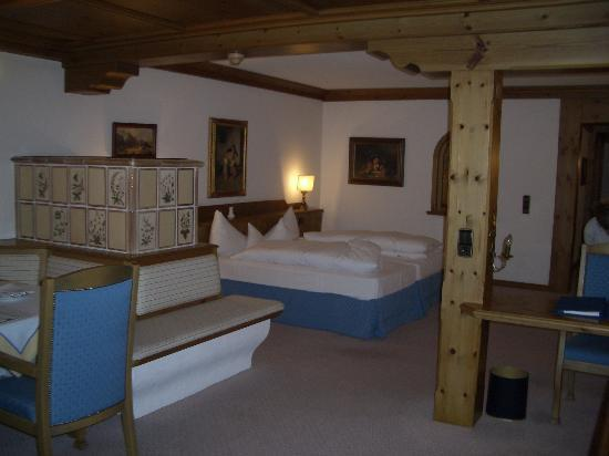 Interalpen-Hotel Tyrol : The room was in the traditional style of the region and looked amazing