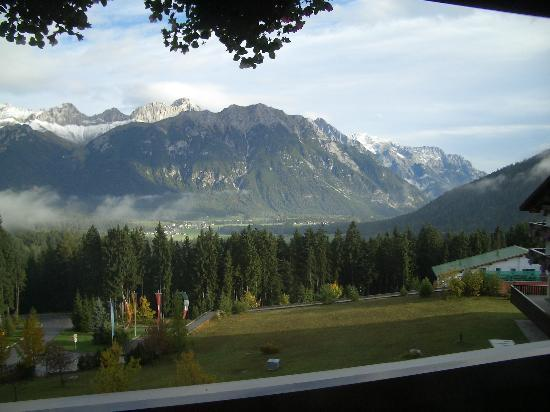 Interalpen-Hotel Tyrol : Pictures of the view really don't capture it. Beautiful mountain peaks in all directions.