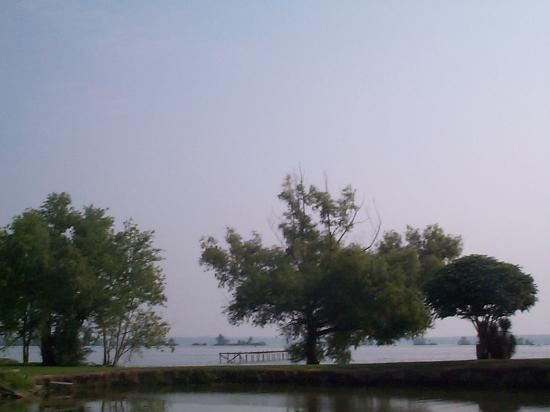 Spanish Lake : First glance at lake