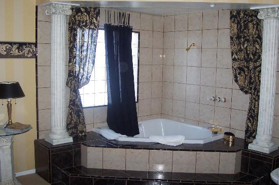 Atascadero, CA: tub/shower