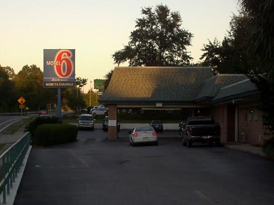 Motel 6 Tallahassee Downtown: Look at the front