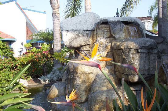 The Katella Palms Hotel at Disneyland Resort Bild
