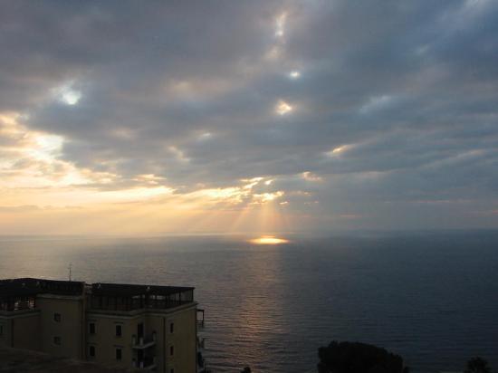 Hotel Villa Carlotta: Sunrise from the breakfast terrace