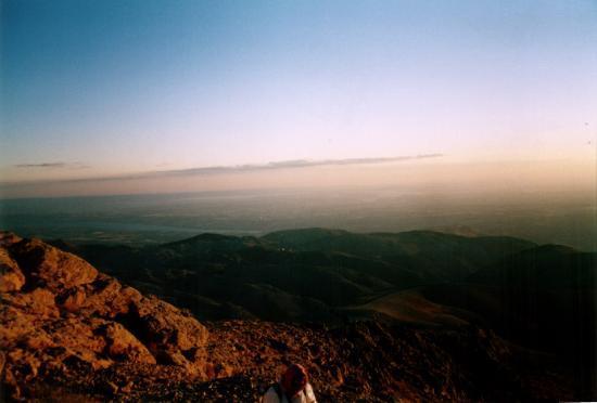 Mount Nemrut: the gap dam, so far away