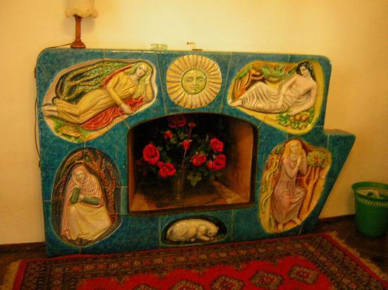 Anna Hotel: fireplace