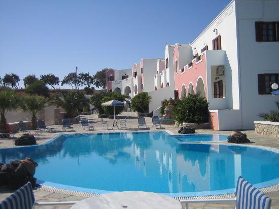 Villa Manos pool and hotel