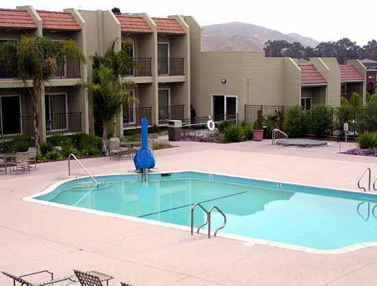 Best Western Plus Royal Oak Hotel: Pool with Lift for disabled