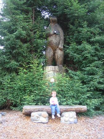Rosedale Inn: The giant bear