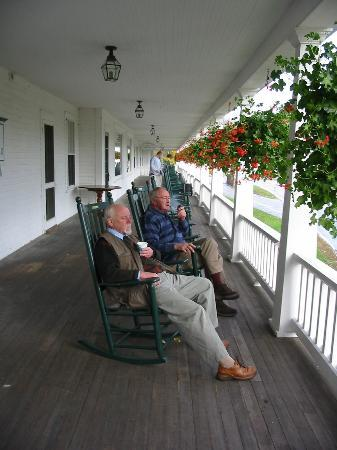 Eagle Mountain House & Golf Club: enjoying the balcony