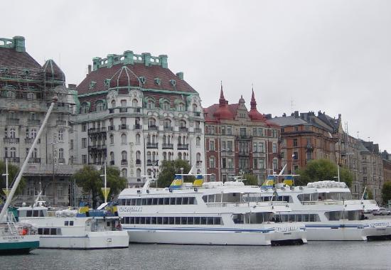 Hotel Diplomat: The hotel from across the water (Nybrokajen)