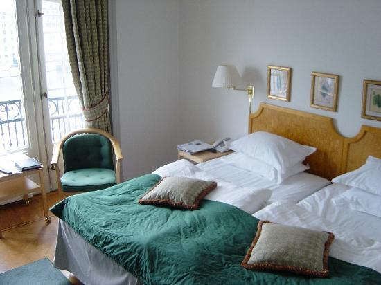 Hotel Diplomat: Our bedroom