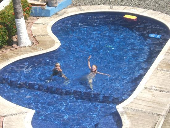La Quinta de Don Andres: kids playing in the pool