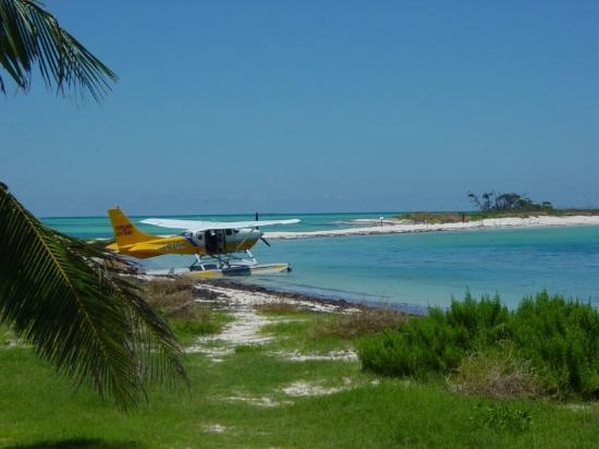 La Te Da Hotel: A sea plane docked at the Dry Totugas.  My favorite pic from the whole trip.