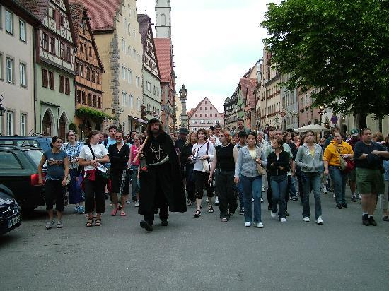 Tyskland: 0007-Rothenburg-Night Watchmans Tour-June 2004