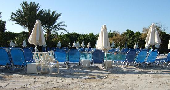 Avanti Hotel: The pool is very large - plenty loungers