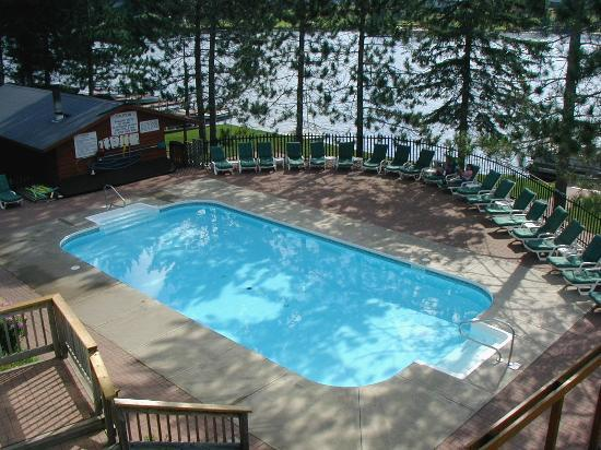 Couples Resort: Saltwater Pool
