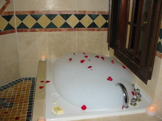 Sandals Royal Plantation: Wedding Night Rose Petal Bath