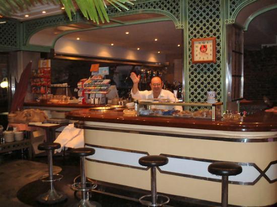 Mine host, Dada's bar (part of hotel Jimesol)