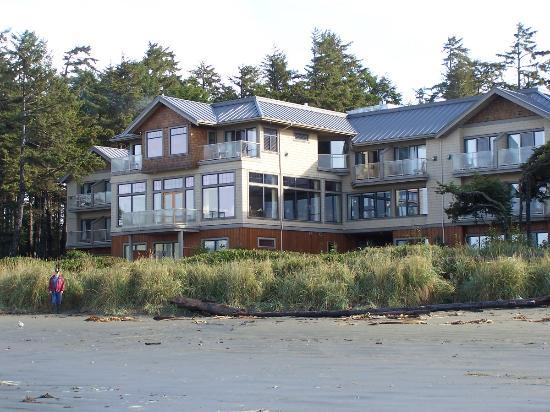 Long Beach Lodge Resort: The hotel from the beach