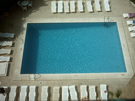 Sunsea II Apartments : the pool at sunsea 2 apartments benidorm 2005