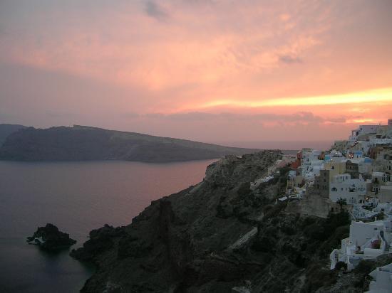 Art Maisons Luxury Santorini Hotels Aspaki & Oia Castle: Sunset from Endless Blue balcony