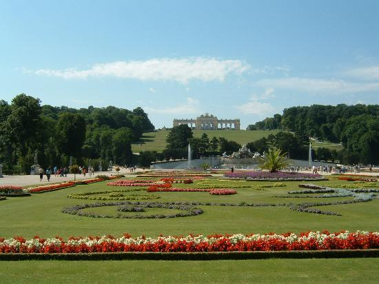 Schweizer Pension: Gloriette at Schoebrunn Palace