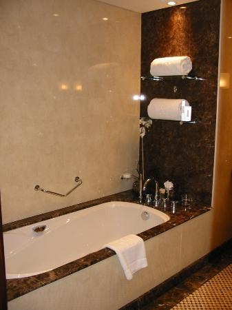 Grosvenor House Dubai: Luxury Bathroom