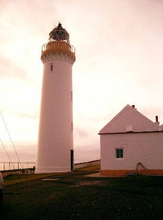 Cantick Head Lighthouse Cottages: The Lighthouse and end of cottages