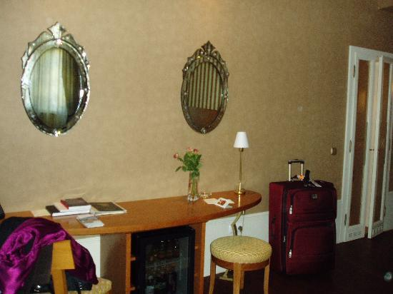 Mamaison Riverside Hotel Prague Photo