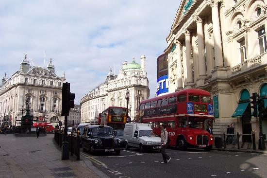 Piccadilly Circus : Another street