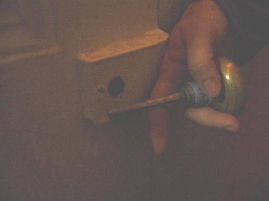 Bowery's Whitehouse Hotel: Broken doorknobs everywhere