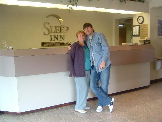 Sleep Inn - Memphis / Bartlett: The reception desk