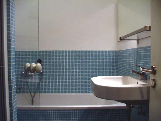 Das Apartment Hamburg bathroom obrázok das apartment hamburg tripadvisor
