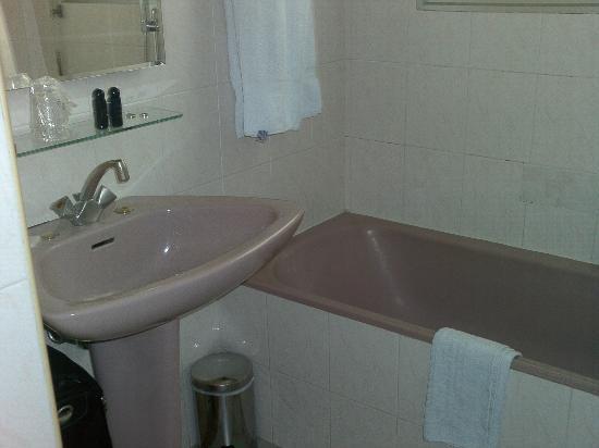 Hotel Le Dauphin: Bathroom