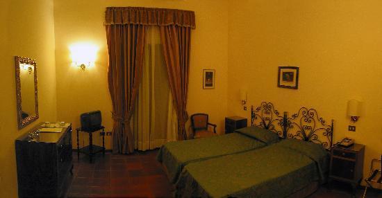 هوتل جاكارينو: Our room