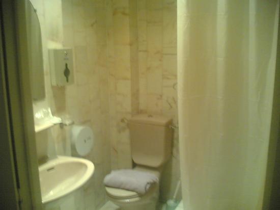 Grand Hotel de Paris : Bathroom