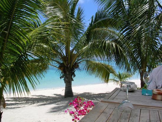 LUX* Le Morne: Beach Bar/Restaurant by beach