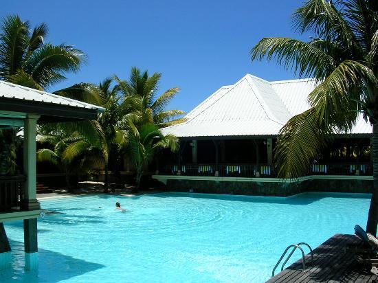 LUX* Le Morne: Pool area