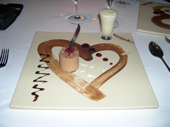 Dinarobin Beachcomber Golf Resort & Spa: Honeymoon dinner dessert at Saveur de Iles