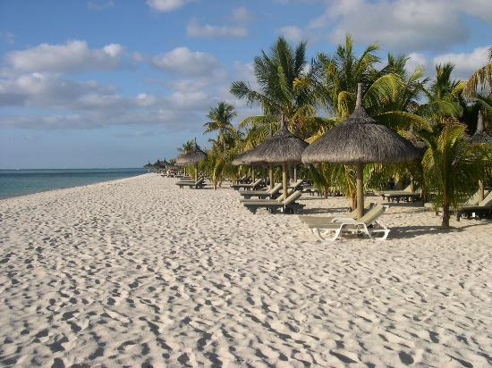 Dinarobin Beachcomber Golf Resort & Spa: The Beach by our suite