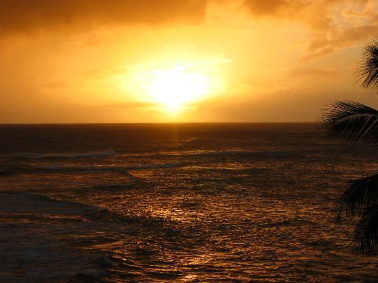 Beach House Restaurant: Sunset from the Beach House.