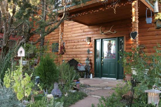 Sedona Dream Maker Bed & Breakfast: Front Door