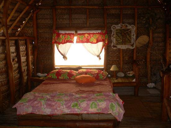 Motu Aito : The inside of a bungalow