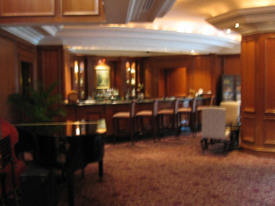 The Ritz-Carlton, Kuala Lumpur: Lobby bar a bit blurred