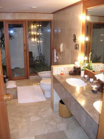 Oberoi Hotel, Bali - Bathroom