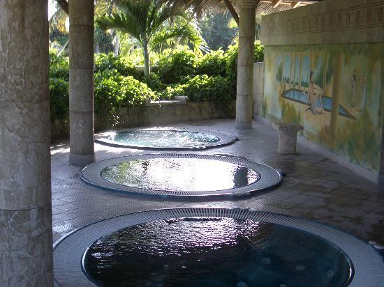 Hotel Playa Pesquero Resort, Suite & SPA: Hot tubs